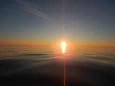 Aurinko laskuu ja vielä ollaan vesillä